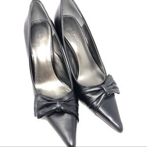 Nine West Black Leather Pointed Toe Bow Pumps